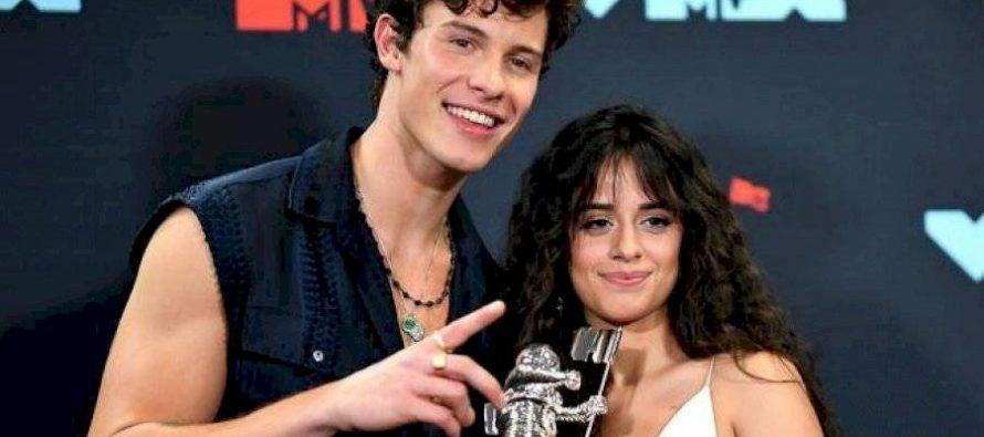 Los besos de Shawn Mendes y Camila Cabello que han impactado a sus seguidores (video)