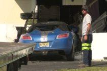 Conductor huye luego de estrellar su vehículo contra una casa en Pompano Beach