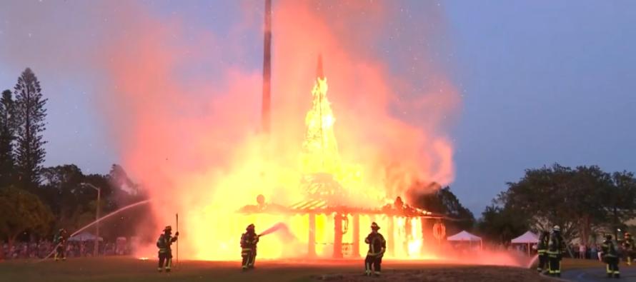 Templo del Tiempo quemó el dolor de víctimas y sobrevivientes de Parkland