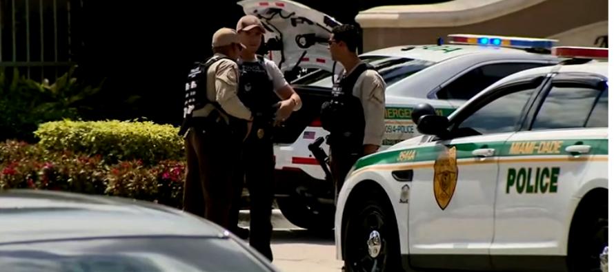 Hombre muere en su apartamento en el suroeste de Miami Dade tras intercambiar disparos con la policía