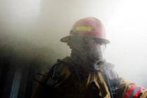 Bomberos sofocan con éxito incendio en complejo de apartamentos de Miami-Dade