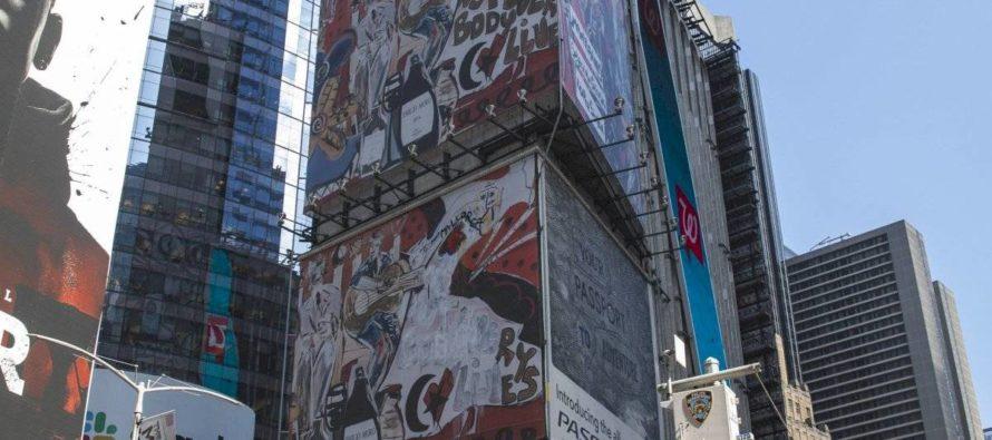 Domingo Zapata exhibe un gigantesco mural en Times Square (+Fotos)