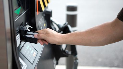 Arrestan a tres hombres por fraude con tarjetas de crédito en una gasolinera  de Pembroke Pines - Miami Diario