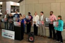 Trabajadores de Miami-Dade se manifiestan contra el lanzamiento Carlos Giménez al Congreso