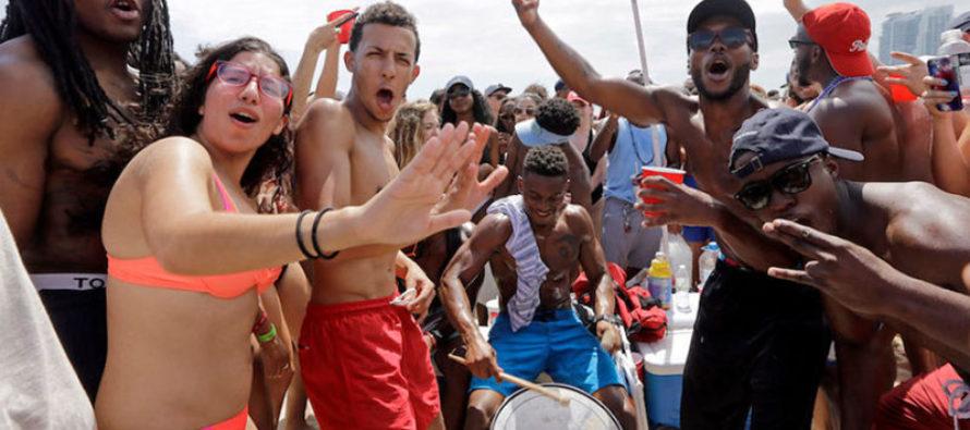 Miami recomienda a jóvenes vacacionistas cómo comportarse en público