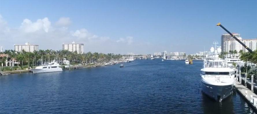 Cerrado puente en Florida tras ser golpeado por una gabarra