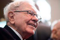 Warren Buffett regala 10.000 dólares en efectivo a su familia en Navidad