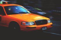 Policía de Miami-Dade se encuentra en la búsqueda de un taxi amarillo que atropelló a un peatón