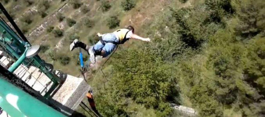 Muere paracaidista «youtuber» tras lanzarse desde lo alto de una cementera